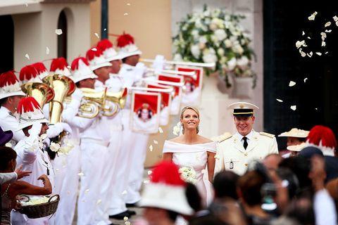"<p>2011年在摩納哥國內盛大舉行的婚禮上,夏琳王妃身穿Giorgio Armani的特別訂製禮服步上紅毯,吸引了全球媒體關注。<span class=""redactor-invisible-space""></span></p>"