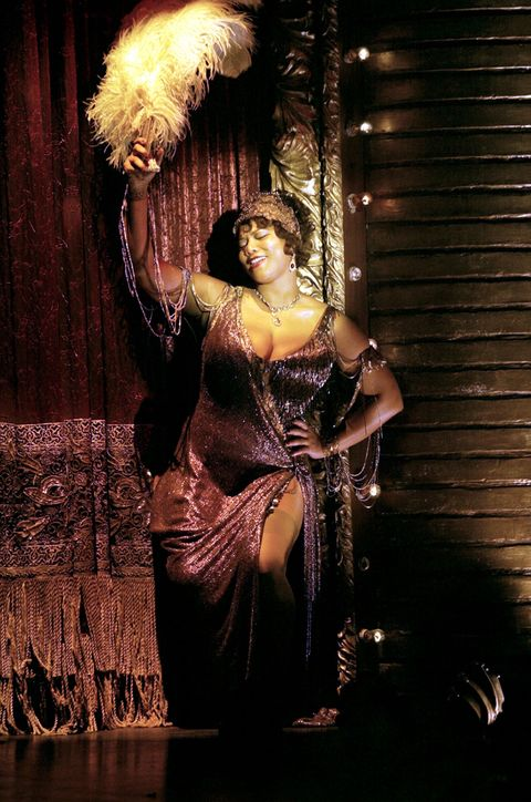 <p><span>皇后拉蒂法以饒舌歌手身份出道,在九O年代的樂壇叱吒風雲,曲風遍及嘻哈、藍調、爵士,曾拿下葛萊美獎最佳饒舌獨唱,從影集《Living Single》開始踏入電視圈,爾後更跨足電影產業,在經典音樂劇改編的歌舞片《芝加哥》中,有著令人驚嘆的演出,讓她榮獲多項女配角提名。</span></p>