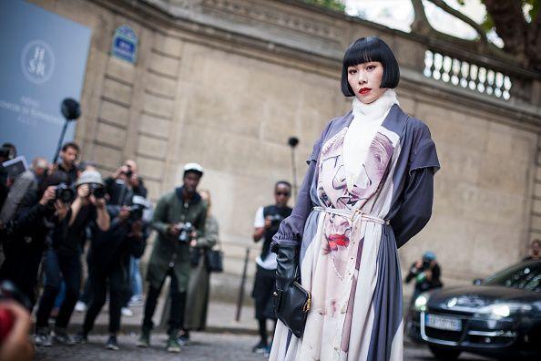 "<p>在一半保守、一半新潮的日本文化裡,Yulia毫無畏懼地將超越潮流跟風的造型轉化為標誌性的個人特色,不但在日本迅速累積大量粉絲,這股不只流於表面的酷勁,也席捲於時尚圈。高中時因興趣和朋友相組樂團並身兼主唱與吉他手,早在2005年時就已經受到國外的注視,一直到後期接觸DJ,與Katy Perry、M.I.A、Boyz Noize、Towa Tei等多位知名藝人合作更是開闊了她在國際上的知名度,而她在時尚上的影響力也漸漸釋<span class=""redactor-invisible-space""></span>出。  <span class=""redactor-invisible-space""></span></p>"