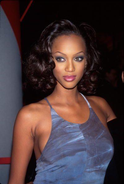 "<p>16歲就踏入模特兒界的Tyra,模特兒之路並不是一直那麼順遂。在她被L.A 模特兒經紀公司簽下之前,她曾被六家模特兒經紀公司拒絕,大多數的原因都是「我們已經有一位黑人模特兒了。」。然而,她的模特兒生涯在轉到Elite模特兒公司後有了好轉。18歲那年,她在巴黎時尚週創下25次走秀的紀錄,隨後,她的臉孔出現在各大雜誌封面,她也成為登上GQ與運動畫刊封面的首位黑人女性。  <span class=""redactor-invisible-space"" data-verified=""redactor"" data-redactor-tag=""span"" data-redactor-class=""redactor-invisible-space""></span></p>"