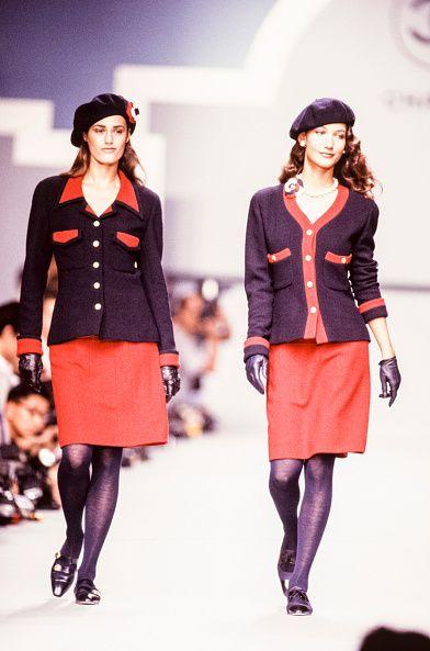 "<p>1988年十月,正值事業巔峰時期,與荷蘭超模Marpessa Hennink一同為Chanel 1989年春夏系列走秀。  <span class=""redactor-invisible-space""></span></p>"