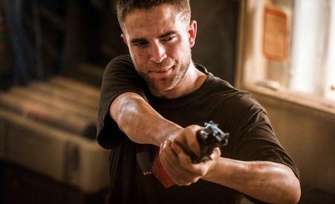 "<p>為了電影《絕命正義》,Robert Pattinson以邋遢粗獷的造型現身大螢幕,這回他徹底擺脫白淨的公子哥形象,將末日硬漢的靈魂精湛演繹。<span class=""redactor-invisible-space""></span></p>"