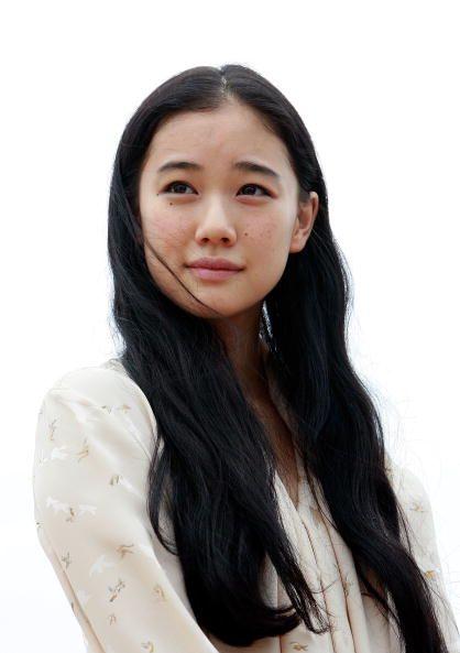 """<p>她的美麗是輕描淡寫、超塵出世的;她的一動一靜,極其輕柔、不著痕跡,既清澈透明,卻又能輕易攫人目光;而她富渲染力的或顰或笑,總能在不知不覺中,輕輕牽動著觀者的心,她是日本演員蒼井優。<span class=""""redactor-invisible-space""""></span></p>"""