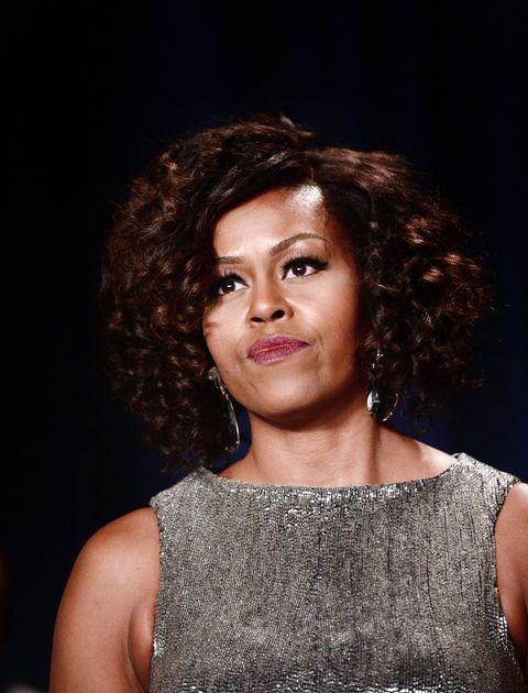 "<p>雖說衣著優雅美麗的元首夫人不在少數,但能夠像美國第一夫人Michelle Obama一樣,多次被列入《浮華世界》與《時人》等雜誌最佳衣著排行的卻是寥寥可數,Michelle Obama的穿衣智慧,甚至被與六O年代政界的時尚指標,甘迺迪夫人Jackie Kennedy相提並論。<span class=""redactor-invisible-space""></span></p>"