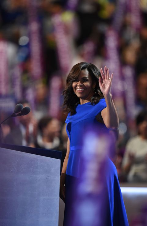 "<p><span class=""redactor-invisible-space""></span><span>除了顧及視覺上的美觀,Michelle Obama透過服裝支持美國設計師的成果有目共睹,還會悉心根據不同場合的歷史意義或民族元素選擇作品,也就是這樣細膩的穿衣哲學,才讓這位第一夫人顯得如此特出。</span></p>    <p>Michelle Obama穿上美國年輕設計師Christian Siriano的洋裝,出席民主黨全國代表大會,亮眼的寶藍色同時還是民主黨的代表色系。</p>"