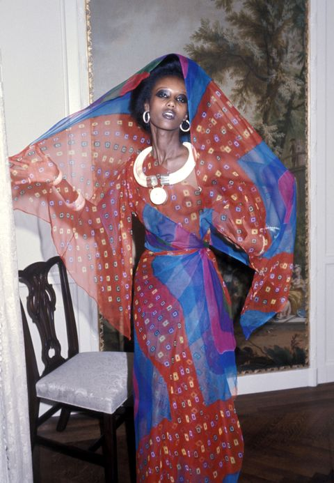 "<p>關於Iman的出身,起初眾說紛紜,有人說她是「非洲公主」,也有媒體報導她是沙漠中的牧羊少女,甚囂塵上的傳言加深了Iman的神祕感,讓她成為媒體競逐的焦點,然而在2001年出版的自傳《I Am Iman》中,她將這些不切實際的謠傳全面釐清。<span class=""redactor-invisible-space"" data-verified=""redactor"" data-redactor-tag=""span"" data-redactor-class=""redactor-invisible-space""></span></p>"