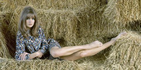 Human, Human body, Human leg, People in nature, Straw, Agriculture, Hay, Grass family, Knee, Flowering plant,