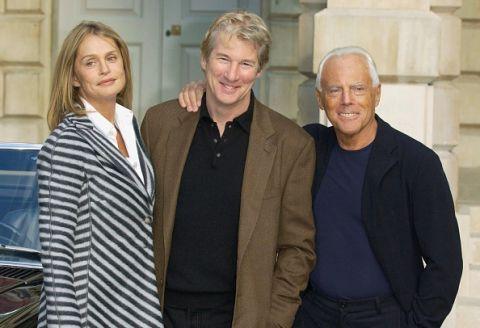 <p><span>除了超模身份,她更出演過多部電影,與李察吉爾共同演出的《美國舞男》,由Giorgio Armani操刀戲服設計,她也因此片深獲Giorgio Armani的重視,爾後更合作了多部廣告。</span></p>