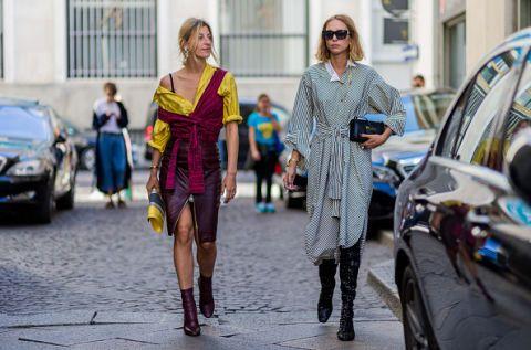 <p>繫於腰間的打結造型,顯現了兩人造型上的默契。造型師兼時尚顧問的Ada Kokosar,將混毛針織衣以獨有穿搭法圍裹於芥黃襯衫外,打造另類性感風情,下半身的個性酒紅皮革裙與踝靴,使整體視覺呈現時髦的異材質混搭感; 時尚編輯Candela Novembre, 身穿復古風情的條紋洋裝,裙底下搭上閃亮奢華的長筒靴,一展內斂中的奢華,垂墜到胸膛的耳環顯得大器迷人。  </p>