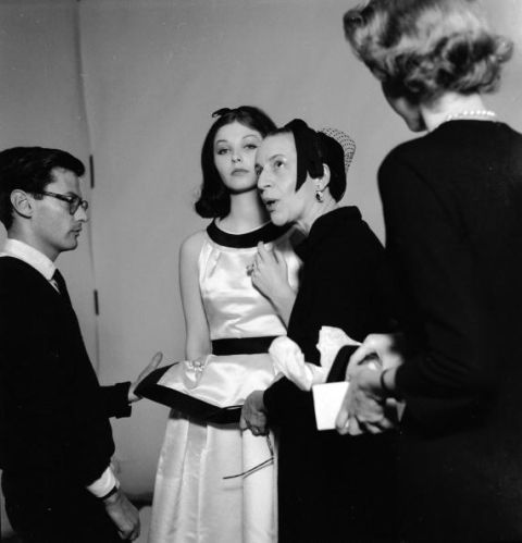 <p><span>1936年,她以《Why don't you...》專欄走進《Harper's Bazaar》,創新的主題深受讀者喜愛,她更將藝術、音樂和社會文化帶入其中,大膽作風為雜誌注入獨特性,除了開先例把比基尼搬上時尚雜誌,也是將總統夫婦照片登上雜誌的第一人,種種新穎的作風,無疑使《Harper's Bazaar》成為當時的美學標誌。</span></p>