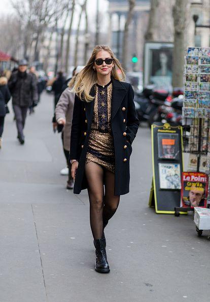 Eyewear, Vision care, Sunglasses, Street, Textile, Outerwear, Style, Street fashion, Urban area, Fashion accessory,