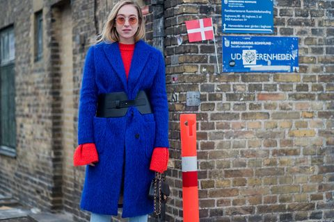 Blue, Sleeve, Brick, Collar, Electric blue, Street fashion, Wall, Cobalt blue, Brickwork, Pattern,