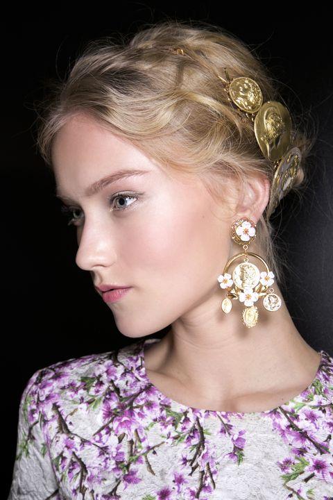 Ear, Lip, Earrings, Hairstyle, Forehead, Eyebrow, Eyelash, Style, Fashion accessory, Beauty,
