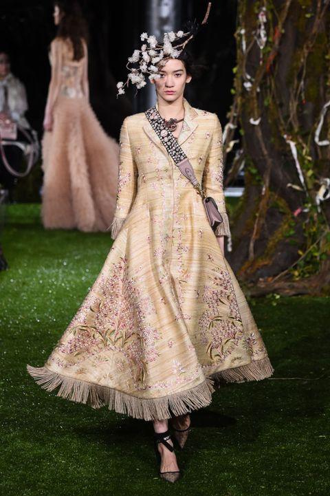 Clothing, Dress, Formal wear, Gown, Style, Fashion accessory, Costume design, Headpiece, Fashion, Fashion model,