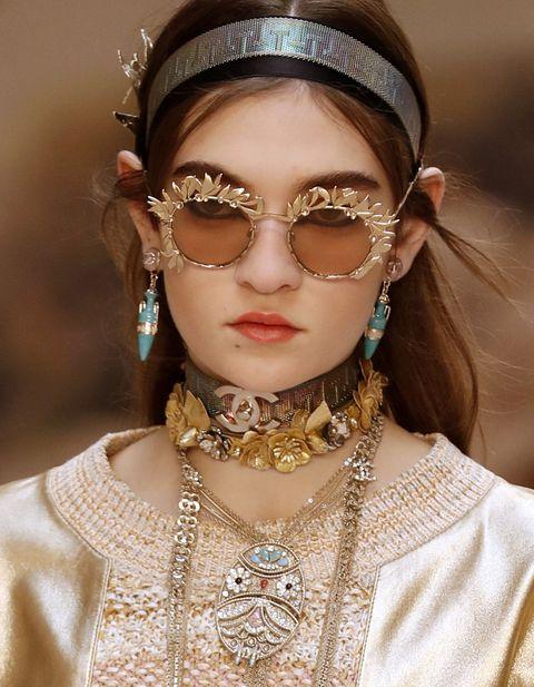 Lip, Earrings, Hairstyle, Hair accessory, Fashion accessory, Style, Headpiece, Eyelash, Headgear, Bridal accessory,