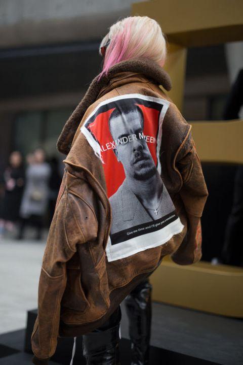 "<p>在過去,亞洲時尚中心的頭銜當屬日本東京,但近年,韓國的時尚產業大動作崛起,不僅是因其搭著流行娛樂產業的順風車,政府對設計的關注及重視,並進而投注大量資源,更是主要原因。</p><p>而首爾時裝周場外的街頭潮人造型,也一直是眾所矚目的焦點;年輕人們穿著時下最火紅的流行趨勢、戴上有韓流明星加持的時髦單品,以最主觀的穿搭語言,高調擁抱自由、大方展現自我。<span class=""redactor-invisible-space"" data-verified=""redactor"" data-redactor-tag=""span"" data-redactor-class=""redactor-invisible-space""></span></p>"