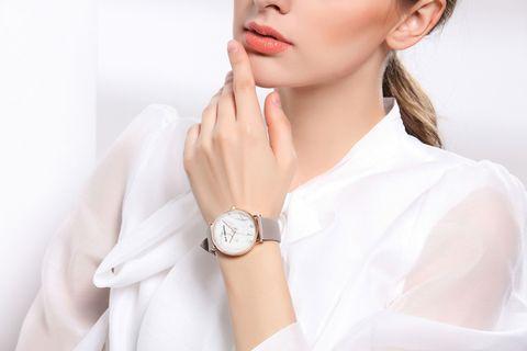 "<p>以來自義大利的選材打造,ALLY DENOVO的貼心錶扣設計,提供隨心情、穿搭變化的錶帶選擇,5ATM的防水功能,更是造就了機能與時髦兼備的品牌特性。<span class=""redactor-invisible-space""></span></p>"