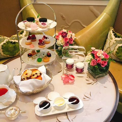 Serveware, Dishware, Cuisine, Food, Dish, Petal, Meal, Tableware, Porcelain, Finger food,