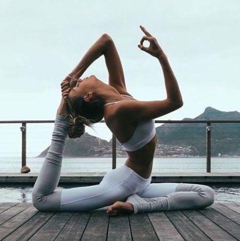 Leg, Sportswear, Footwear, Physical fitness, Stretching, Human body, Thigh, Dance, Photography, Sitting,