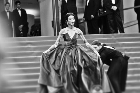 White, Photograph, Fashion, Black, Gown, Black-and-white, Fashion model, Dress, Monochrome photography, Haute couture,