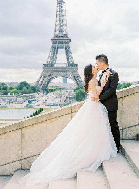 "<p>站在Palais de Chaillot的階梯上遠眺艾菲爾鐵塔,能將鐵塔的輪廓拍進畫面中,透過階梯的高低差,創造完美身高的仰望角度,吻出真摯的拍攝畫面。</p><p><em data-redactor-tag=""em"">Via <a href=""http://www.clairemorrisphotography.com/"" target=""_blank"">Claire Morris Photography</a></em></p>"