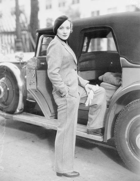 "<p>經典女星Marlene Dietrich穿著前衛帥氣的西裝搭配貝雷帽,柔軟的帽款柔和了西裝的嚴肅氣息。<span class=""redactor-invisible-space"" data-verified=""redactor"" data-redactor-tag=""span"" data-redactor-class=""redactor-invisible-space""></span></p>"