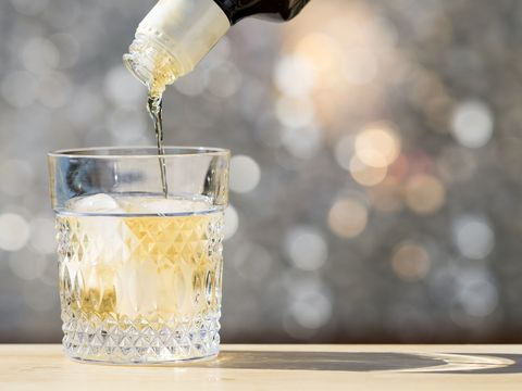 Drink, Barware, Whiskey sour, Glass, Distilled beverage, Fizz, Classic cocktail, Champagne cocktail,