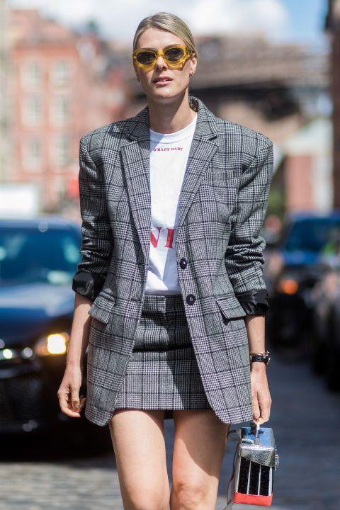 <p>葛倫格紋是以大小兩種方格組成,Sofie Valkiers 在Tibi葛倫格紋寬肩西裝外套下搭配相同格紋的迷你短裙,整體造型既正式又不失俏皮的活潑感。</p>