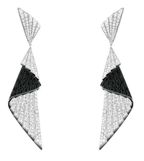 <p>扇褶鑽石耳環,Boucheron。</p>