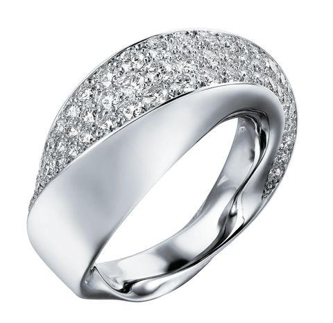 "<p>流線鑽飾戒指,Cartier<span class=""redactor-invisible-space"">。</span></p>"