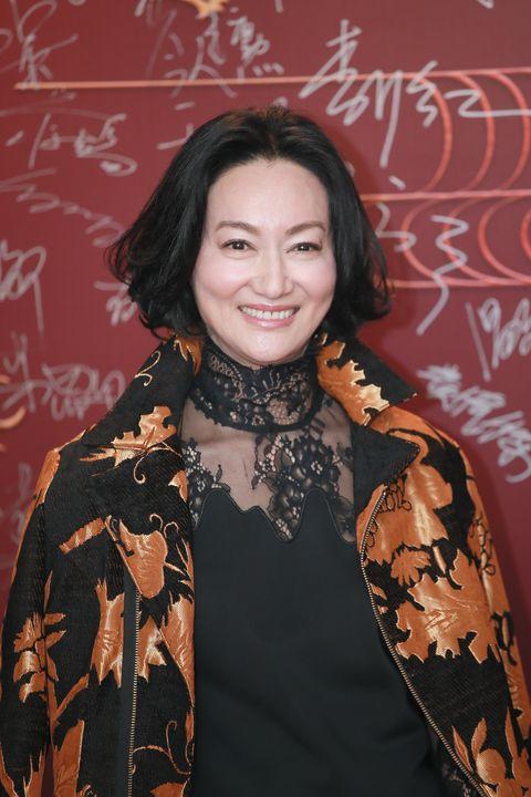 """<p>          90年代後期,香港電影風向轉向文藝片,武打片的沒落也成了惠英紅最慘澹的時期。導演們的殘酷偏見,認為動作女演員無法勝任文藝劇情,而她內心好強的個性,不願接受從主角降為配角。大環境的轉變,失焦了她的定位,事業一度跌至谷底,心理的落差與壓力排山倒海而來,甚至曾罹患憂鬱症自殺未遂。  <span class=""""redactor-invisible-space""""></span></p>"""