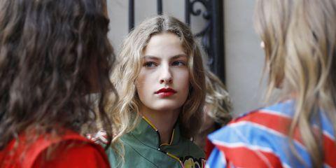 Hair, Face, Lip, Hairstyle, Beauty, Blond, Eyebrow, Fashion, Street fashion, Eye,