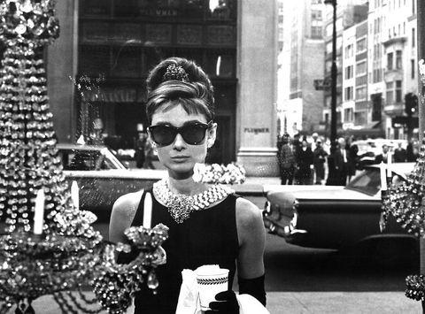 Eyewear, Sunglasses, Photograph, Black, White, Black-and-white, Monochrome, Street fashion, Snapshot, Monochrome photography,