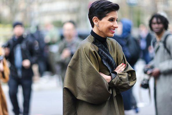 <p>Deena在23歲時成為沙烏地阿拉伯的王妃,她是少數出入公共場合不穿戴頭巾的阿拉伯王室女性;立志成為時裝編輯的她,眼見沙烏地阿拉伯的時尚產業一片死寂,她決定自己開創機會。</p>