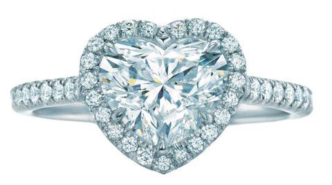 <p>鉑金鑲嵌心型鑽石戒指,Tiffany&amp&#x3B;Co.。</p>