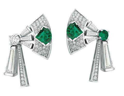 <p>頂級祖母綠鑽石耳環,Bulgari。</p>