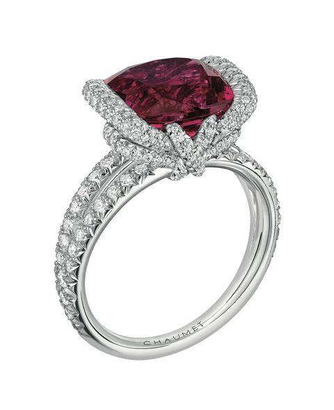 <p>紅色碧璽戒指,Chaumet。</p>