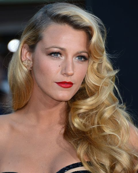 "<p>自從出演影集「花邊教主」中飾演甜美的女主角,Blake Lively就晉升為好萊塢時尚代表。最經典的兩款造型,性感大旁分波浪和蓬鬆自然微捲,都是使用T3 Whirl Trio捲髮器所營造出來的。Blake Lively笑著說:「不論是20歲少女髮型,或是80年代復古造型,我都能用這支捲髮棒完成。」<span class=""redactor-invisible-space"" data-verified=""redactor"" data-redactor-tag=""span"" data-redactor-class=""redactor-invisible-space""></span></p>"
