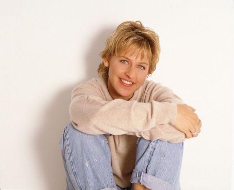 "<p>從我們認識艾倫狄珍妮Ellen DeGeneres開始,她的面容似乎就沒什麼改變,大家都習慣那位主持頒獎典禮和坐在沙發上與名人聊天的她:金髮、白皙臉龐再加上一雙碧藍的眼睛,並永遠充滿活力。圖/1995年的艾倫</p><p><span class=""redactor-invisible-space"" data-verified=""redactor"" data-redactor-tag=""span"" data-redactor-class=""redactor-invisible-space""></span></p>"
