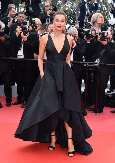 Red carpet, Carpet, Dress, Flooring, Premiere, Event, Fashion, Gown, Shoulder, Little black dress,