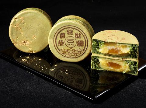 一〇八抹茶茶廊推出黃金抹茶甜品(黃金抹茶大判燒 )、三色蕨餅、抹茶卡魯哇咖啡奶酒