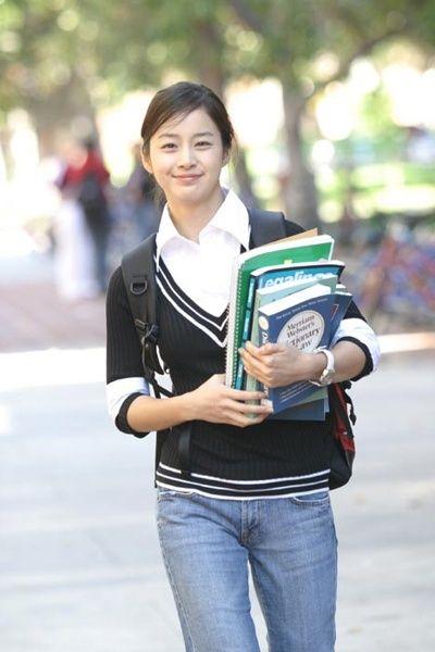 Shoulder, Beauty, Snapshot, Street fashion, Waist, Photography, Jeans, Fashion accessory, Smile, Student,
