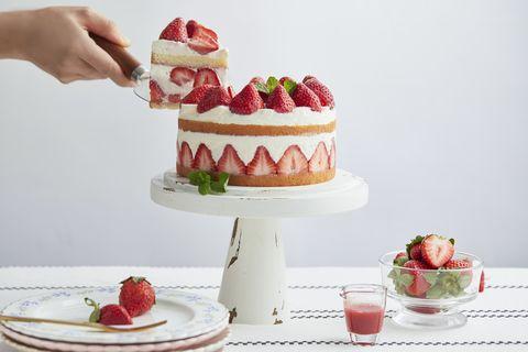 不僅僅外圍跟上圈連裡面都是草莓切片讓人大飽口福