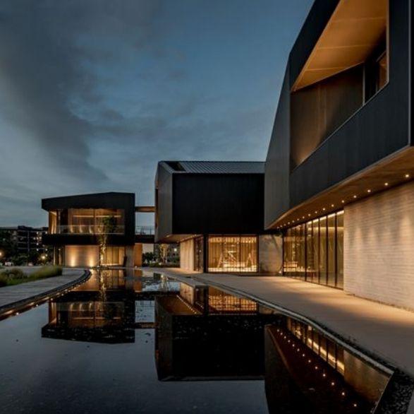 桃園全新景點「橫山書法藝術館」!以硯台、墨池為設計意象,絕美地景藝術公園登場