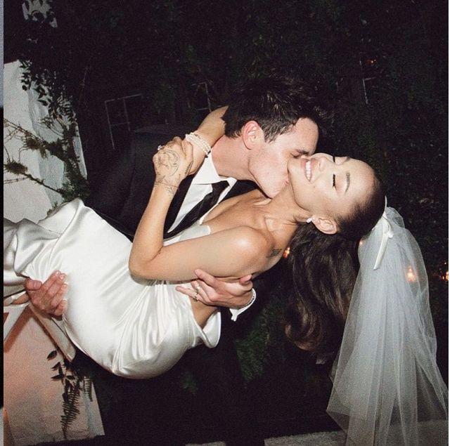 亞莉安娜ig曬結婚照2千萬人讚爆!低調婚禮的簡約白紗造型揭密、耳環背後有洋蔥