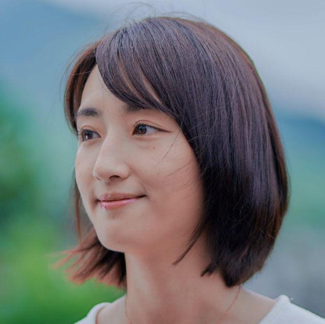 Hair, Face, Facial expression, Hairstyle, Chin, Head, Nose, Skin, Forehead, Bob cut,