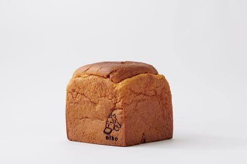 像蛋糕一樣綿密的吐司!日香高級吐司推出聖誕限定口味「黃金吐司」、同步發售純白禮盒包裝