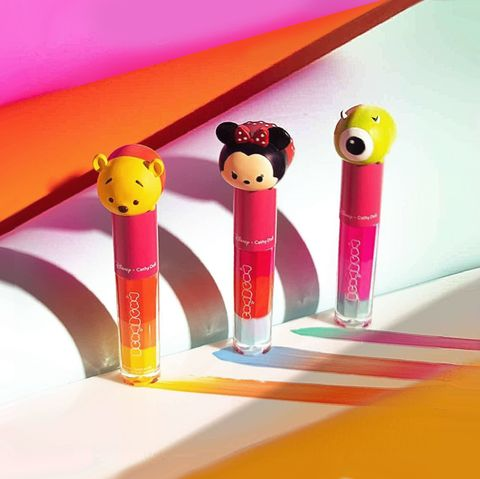 Pen, Stationery, Material property, Pencil, Pez, Office supplies, Smile, Writing implement,