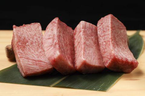 【遠百信義A13美食】深夜燒肉酒吧+KTV包廂的完美組合!樂軒推出全新燒肉品排「YKNK Club」
