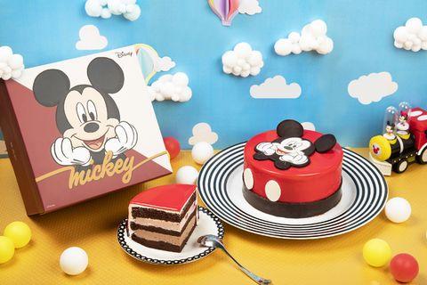 Cartoon, Cake decorating, Pink, Cake, Illustration, Sweetness, Fondant, Sugar paste, Baking, Dessert,